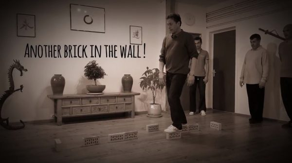 Another brick in the wall… suite !